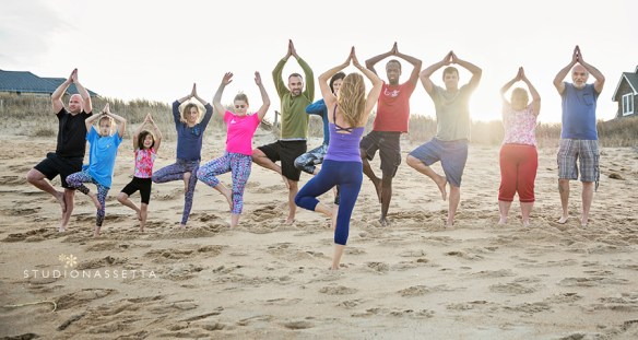 yoga-class-on-beach-duck-nc