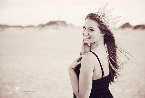 senior_portraits_girl-with-crown-on beach_outer_banks_nc
