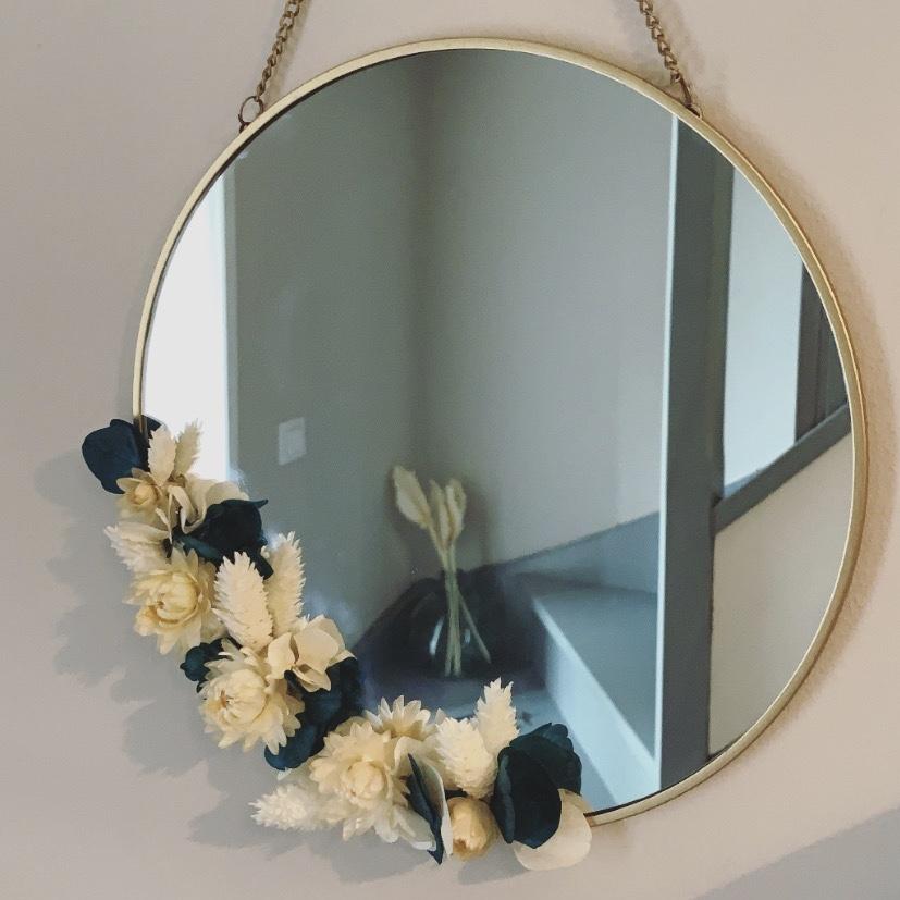 miroir fleuri en métal doré