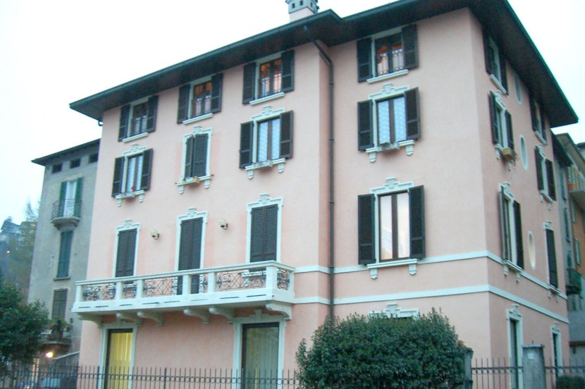 Edificio in Lovere Residenziale ed uso ufficio