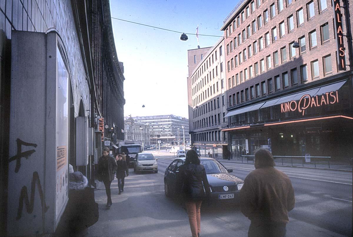 Kaisaniemenkadulla Helsinki 2003