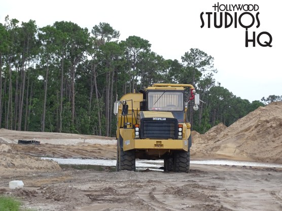 Construction work on the future main vehicle entrance is progressing. New guard rails as well as pavement grooving work are visible near the connector bridge leading to the main parking area. Likewise, additional progress is visible on the new ticket booths. At the Osceola Parkway entrance to this new roadway, crews have completed the steel overhead ramp that will eventually usher guests from I-4 into the new Park entrance. Meanwhile, new photos below show the progress of the Stage parking area renovation including new landscaping and guest walkway shading. Disney's Hollywood Studios. Photo by John Capos