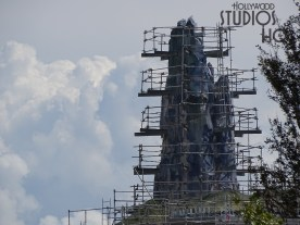 Construction crews are working to finish the exterior of the Planet Batuu mountainous terrain. Scaffolding can still be seen surrounding some of the highest mountain peaks nearing completion while workers have installed a white roofing base material on a circular roof. Hollywood Studios HQ continues to provide the latest construction updates so stay tuned. Star Wars: Galaxy's Edge. Disney's Hollywood Studios. Photo by John Capos