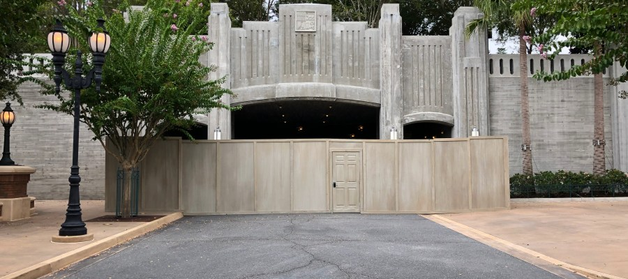 The original Star Wars: Galaxy's Edge photo op mural has been removed to reveal the guest entrance into the Batuu Planet. Previews of this exciting new land begin early August for cast members. Stay tuned to Hollywood Studios HQ for all Star Wars news. Disney's Hollywood Studios. Photo by John Capos