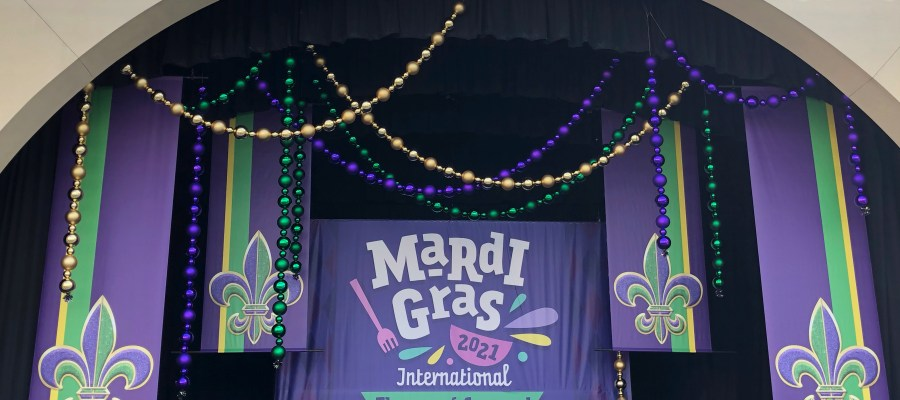 With the start of the annual Universal Orlando Mardi Gras on February 6, 2021, crews have continued preparations. Additional lighting, food tents, and festive main stage decorations are visible. Preparations for this popular event include the facade for the themed Tribute Store as well as converted shipping containers that will be offering refreshments to party goers. Hollywood Studios HQ is your best information source for the Mardi Gras 2021 International Flavors of Carnaval! Universal Orlando. Photo by John Capos