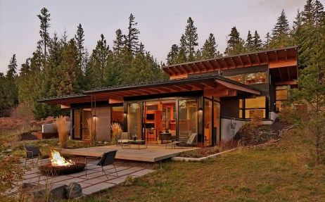 Exterior photo for modern custom home in Nelson Preserve neighborhood of Suncadia Washington