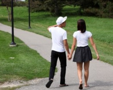 Couple walks on a college campus