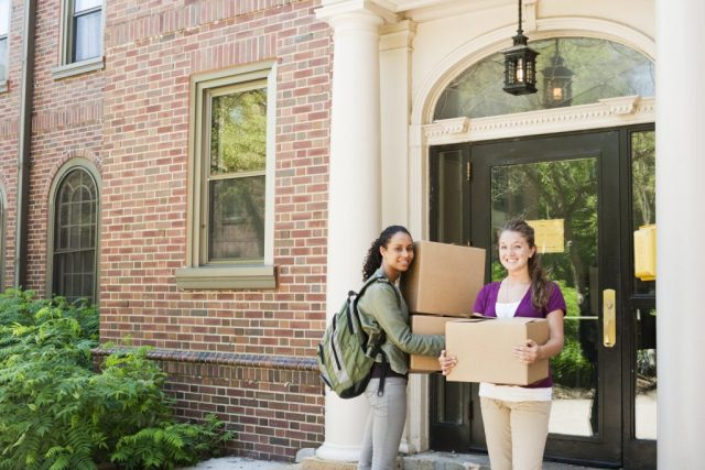 Why College Freshmen Should Move Away From Home