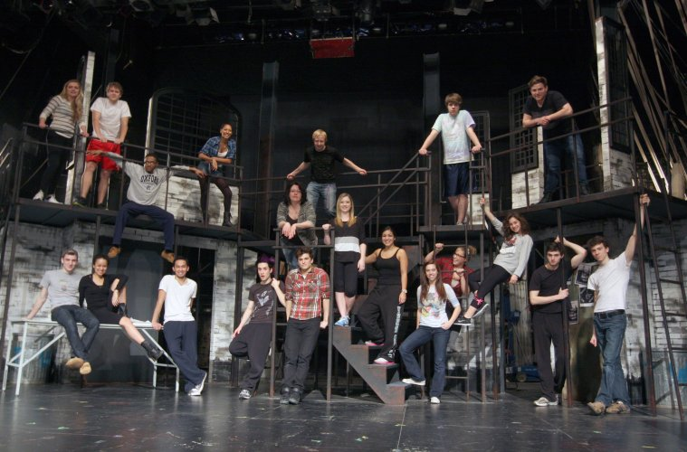 Why Students Should Try Getting Involved In Campus Theater