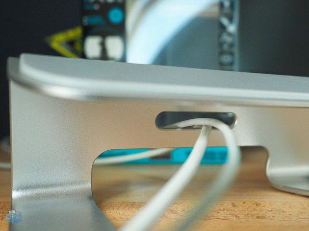 Kabeldurchführung Urcover Macbook Stand