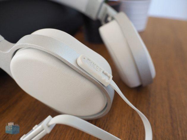 KEF M500 plugged