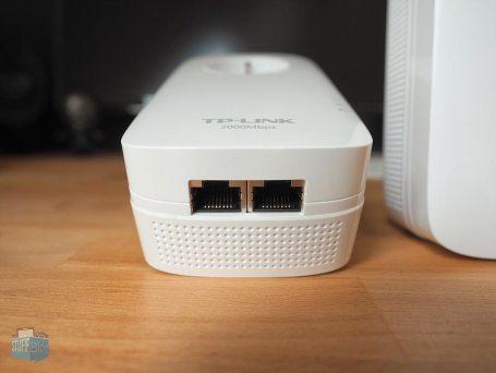 Zwei Ethernetanschlüsse der TP Link AV2000