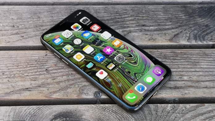 iPhone-XS-view-on-wood