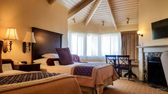 Spacious rooms - 2nd floor rooms have lovely vaulted ceilings
