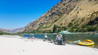 Lunch stop on the Lower Salmon River with OARS. © Stuffed Suitcase
