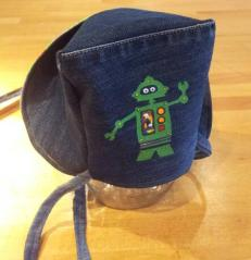 Reversable B(r)onnet (denim/robot) back
