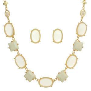 inexpensive jewelry: statement necklace