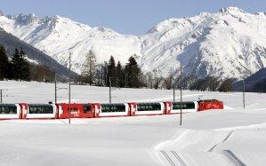 World___Switzerland_Passenger_train_in_the_snow_in_Switzerland_100022_16