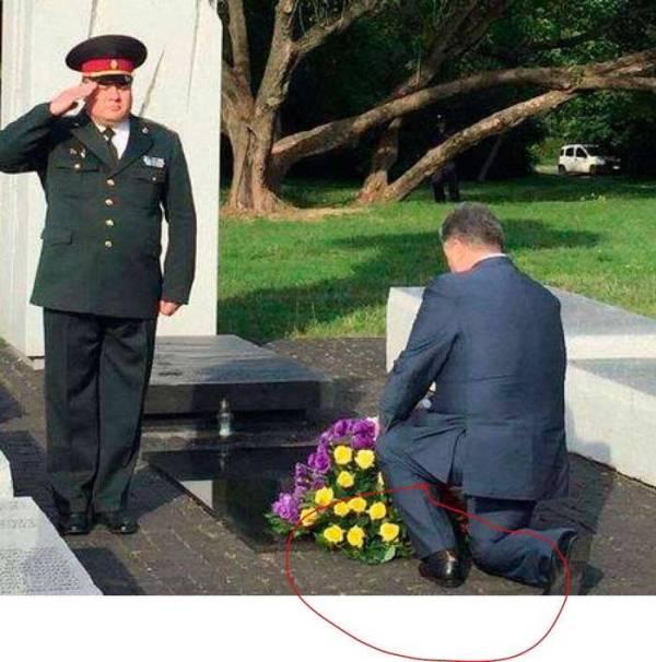 Порванный носок Порошенко высмеяли в соцсетях. ФОТО