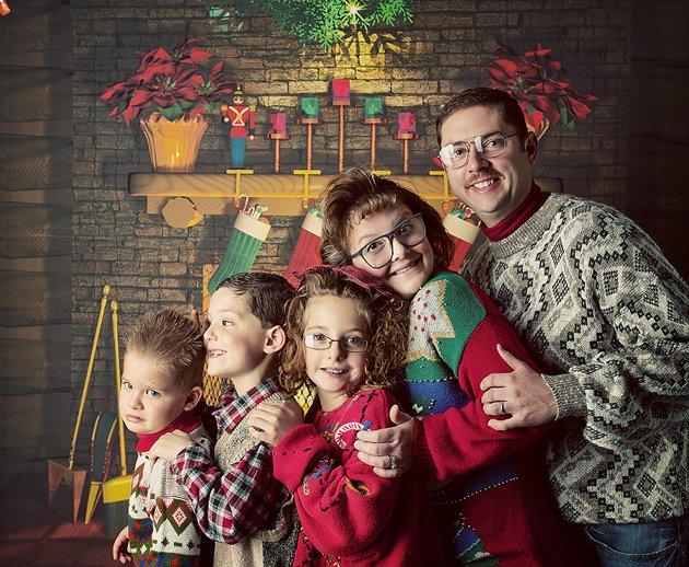 Awkward Christmas Photos - STUMINGAMES