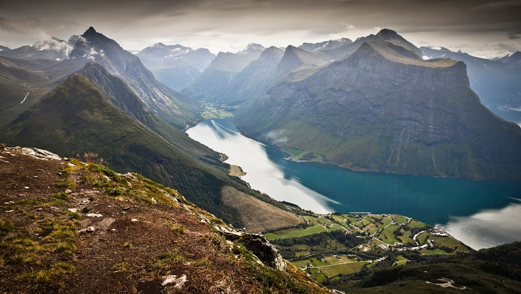 hiking saksa in sunnmore alps