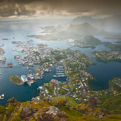 Fløya and Djevelporten, Blåtinden and Tuva – the 3 peaks challenge over Svolvær, Lofoten
