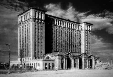 Michigan Central Station designed in the Beaux-Arts style by Warren & Wetmore and Reed & Stern. Saved from en.wikipedia.org