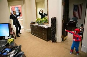 Le président se fait surprendre par Spiderman à la Maison Blanche