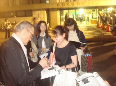 Artistic Director Reid Anderson meets fans after the show