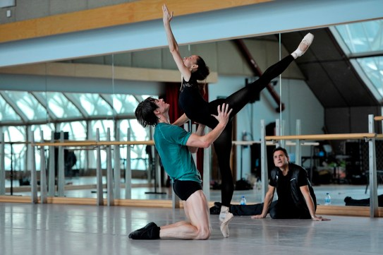 Miriam Kacerova and Alexander Jones in rehearsal with Tamas Detrich