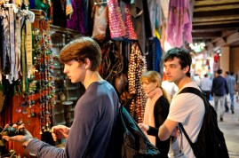 Impressions from the Souq: David Moore, Alicia Amatriain and Özkan Ayik exploring the different stalls at the Arabian market (Mutrah Souq).