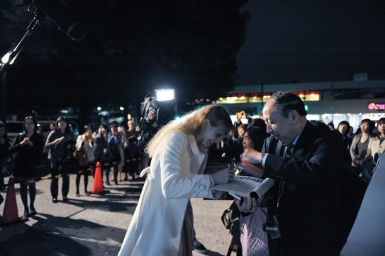 Alicia Amatriain signing autographs after the performance