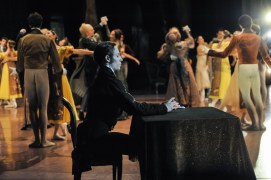 The second act: Roman Novitzky as Onegin