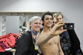 Selfie-Time in the dressing room: Pablo von Sternenfels with Johanna Doring, Alain Balloy (costume department) and Samira Raedcher (Make up department)