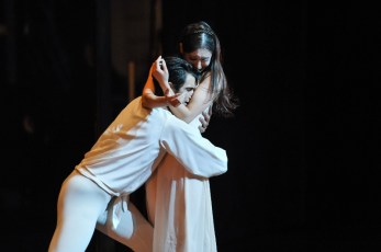 Hyo-Jung Kang as Juliet and Constantine Allen as Romeo