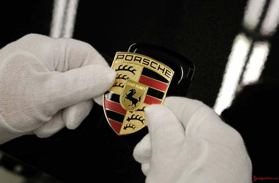 Hans-Peter Porsche rejoins Porsche SE board: Porsche crest. Credit: Porsche AG
