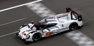 Porsche pursues 2015 WEC LMP1 drivers' title: 919 across finish line ahead of 2015 Bahrain. Credit: Porsche AG