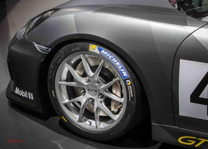 Cayman GT4 Clubsport 2015 LA debut: GT4 Clubsport LA debut left-front corner. Credit: Porsche AG