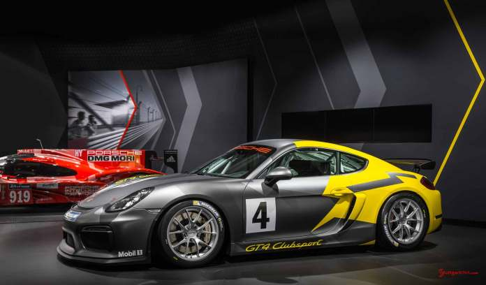 Cayman GT4 Clubsport 2015 LA debut: GT4 Clubsport LA debut, left side, with 919. Credit: Porsche AG