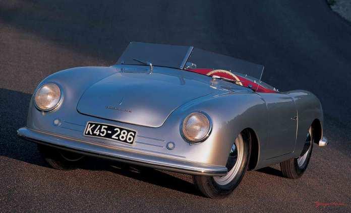 Porsche No 1 at rest on track. Credit: Porsche AG
