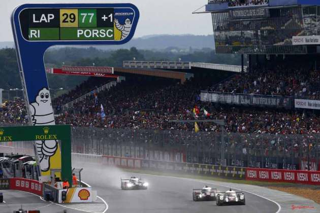 Porsche garners 18th overall win at 84th Le Mans 2016: Porsche-Team (1) and Porsche Team (2) on track. Credit: Porsche AG