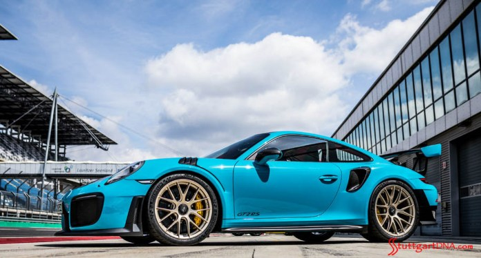991.2-gen Porsche 911 Buyer Guide: Pictured here is a Miami Blue 991-2 GT2 RS, seen from its left-front side, parked outside a track garage, Credit: Porsche AG