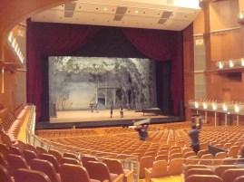 """Japan-Gastspiel, """"Schwanensee"""": Die Bühne wird eingerichtet für Schwanensee, Foto: Stuttgarter Ballett"""