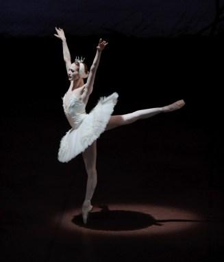 """Japan-Gastspiel, """"Schwanensee"""": Alicia Amatriain als Odette, Foto: Stuttgarter Ballett"""
