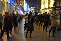 China-Gastspiel, Abends in der Nanjing Road, Foto: Roman Novitzky