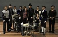 China-Gastspiel, Opernballettmeisterin Angelika Bulfinsky mit den Statisten - aus Stuttgart und aus Peking, Foto: Roman Novitzky