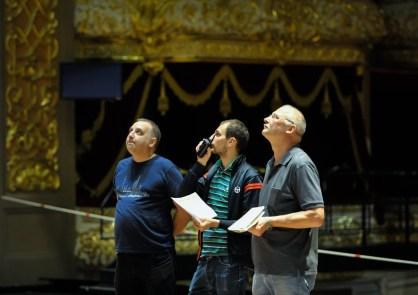 Bühnenoberinspektor Axel Schob mit Technikern des Bolschois