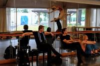 Krzysztof Nowogrodzki und Tamas Detrich bei einer Probe mit Elisa Badenes und Marijn Rademaker, Peter Piterka schaut zu
