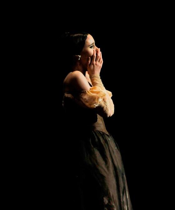Sie hat's geschafft! … Elisa Badenes in den letzten Sekunden ihres Tatjana-Debüts in Onegin