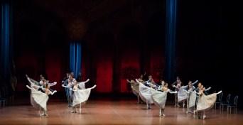 Das Corps de ballet im 3. Akt beim Ball